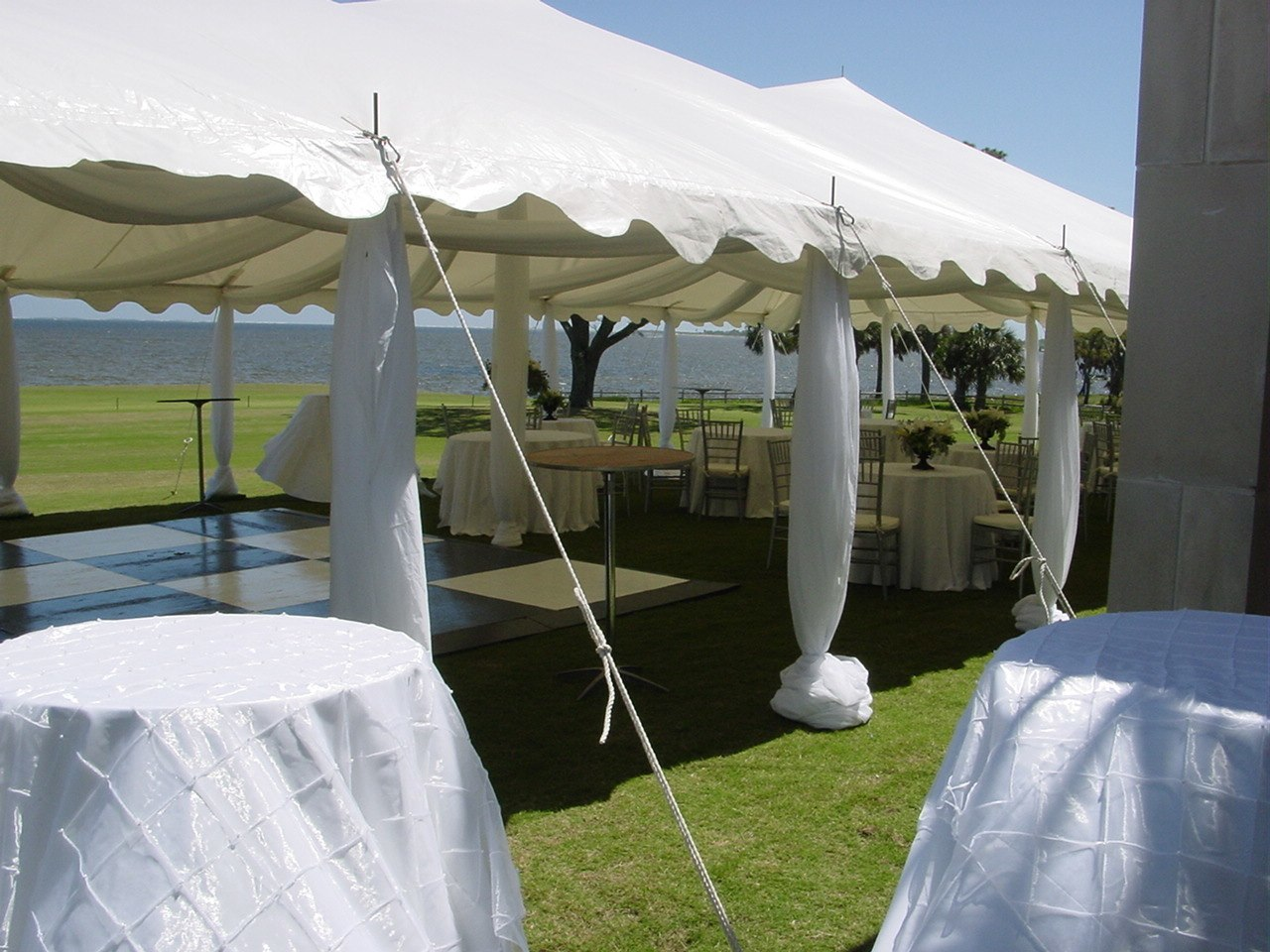 Indoor Vs Outdoor Weddings: Indoor Wedding Vs. Tent Weddings In Indiana